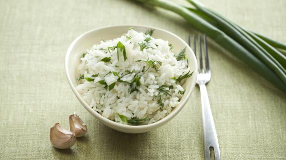 Рис с укропом, чесноком и зеленым луком