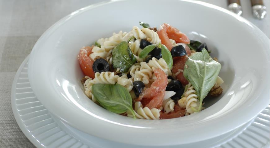 Рецепт Паста с помидорами, яйцом и грецкими орехами