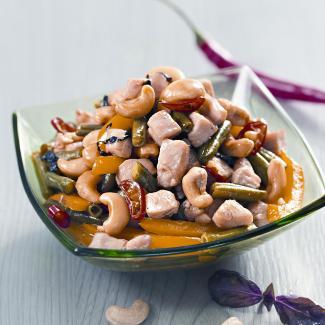 Рецепт Курица с зеленой фасолью, перцем и кешью