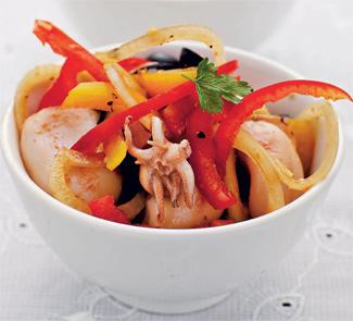 Рецепт Салат из кальмара с перцем и маслинами