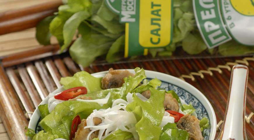 Рецепт Зеленый салат со стеклянной лапшой и жареными грибами