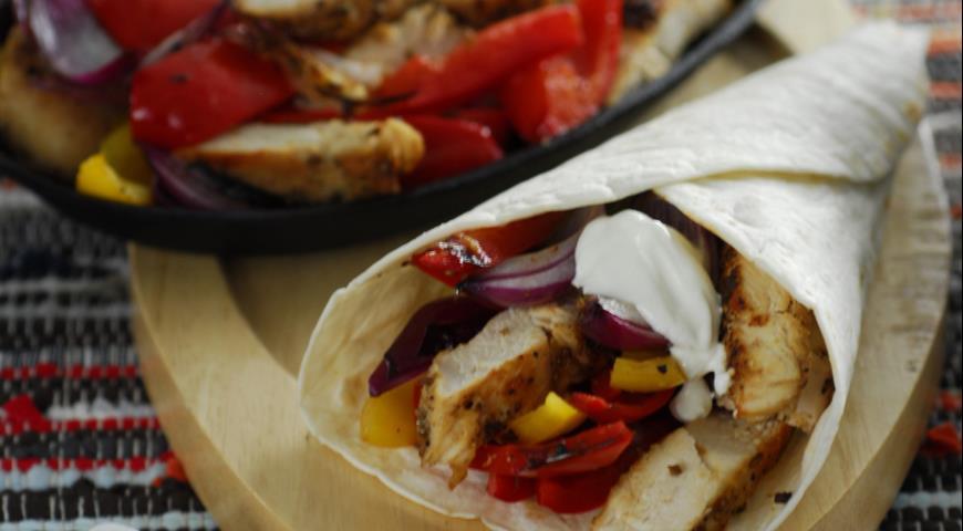 Рецепт Фахитас с курицей и сладким перцем