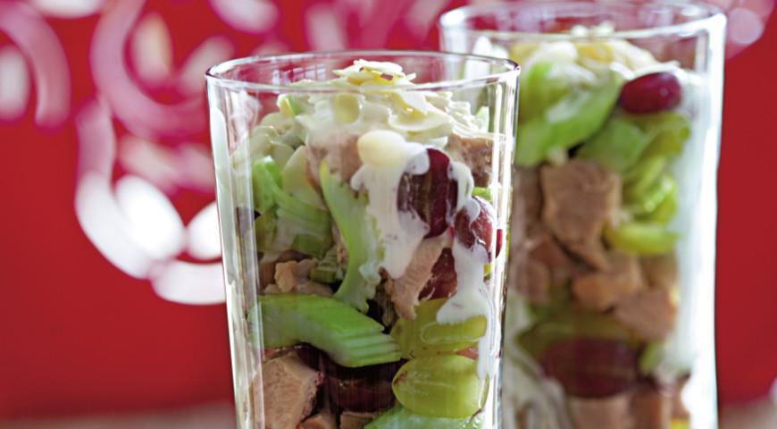 Рецепт Салат из индейки с виноградом