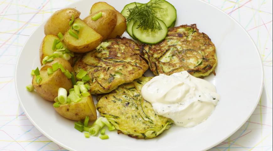 Рецепт Кабачковые оладьи и молодой картофель