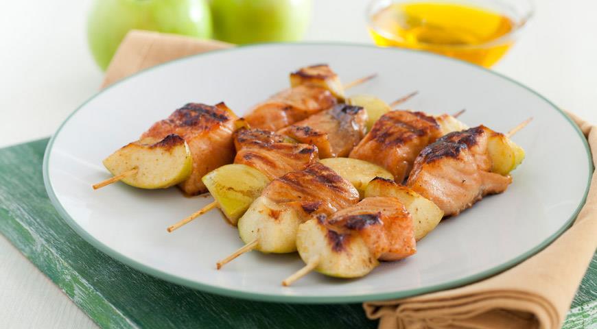 Рецепт Шашлычки из семги с яблоками