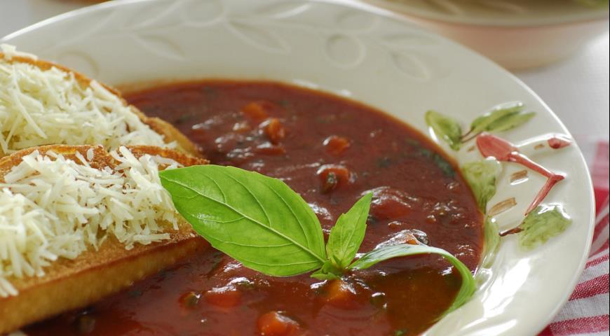 Рецепт Деревенский томатный суп с базиликом и гренками
