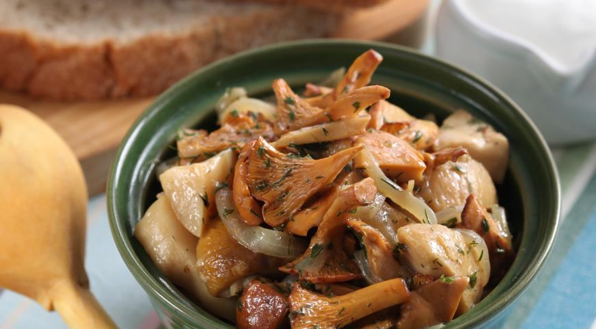 Рецепт Теплый салат из лесных грибов