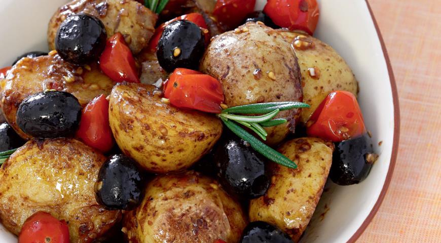 Рецепт Теплый салат из картофеля и помидоров черри
