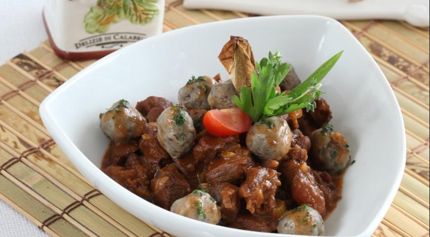 Рецепт Рагу из говядины с грибными кнедлями