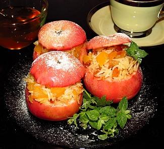 Рецепт Сладкий плов с тыквой и изюмом, запеченный в яблоках