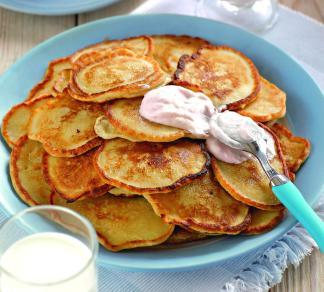 Рецепт Банановые оладушки с клубничным соусом