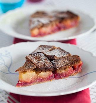 Рецепт Шарлотка из черного хлеба с яблоками и брусникой