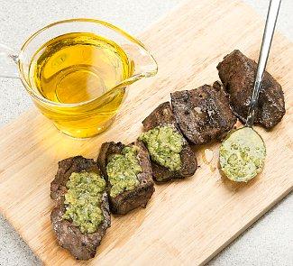 Рецепт Говяжья печень на гриле с зелёным соусом