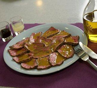 Рецепт Маринованный ростбиф с майораном, оливковым маслом и горчицей