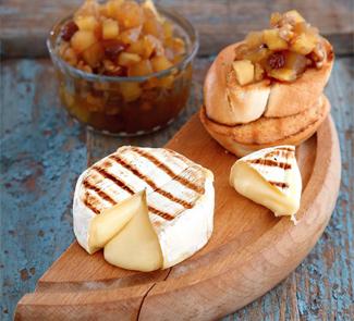 Рецепт Камамбер на гриле с яблочным чатни