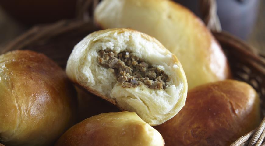 Рецепт Закусочные русские пирожки из заварного теста на дрожжах с печенью