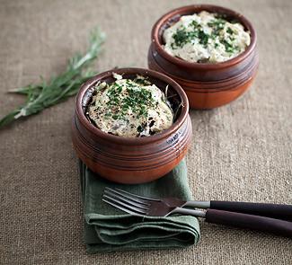 Рецепт Свинина с черносливом и пастернаком в горшочках