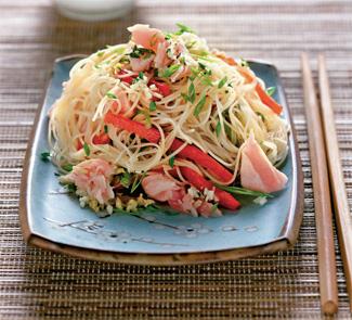 Салат с тунцом и рисовой лапшой 2