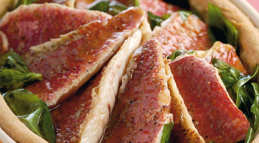 Рецепт Пирог с мелкой рыбой и цитрусовым соусом