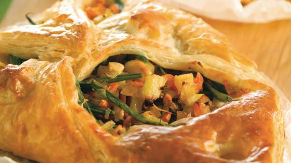 Слоеные пирожки с овощами и кешью