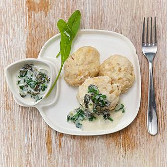 Рецепт Куриные котлеты с зеленым соусом в мультиварке