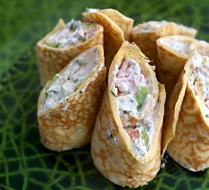 Роллы из омлета с сыром и овощами