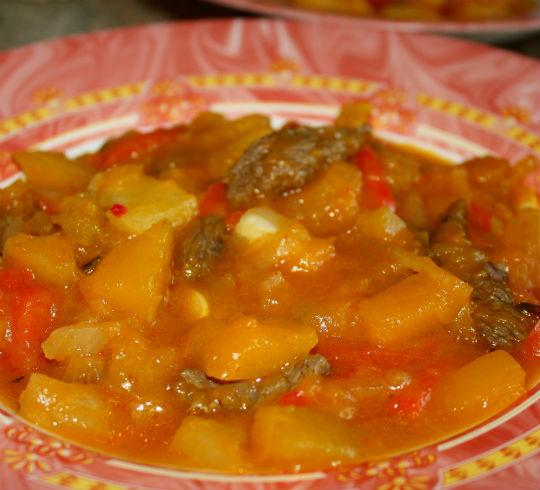 Рецепт Говядина в кисло-сладком соусе с тыквой и ананасом