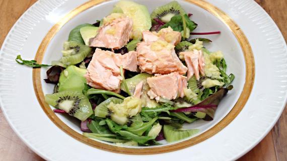 Салат с лососем и киви, пошаговый рецепт с фото