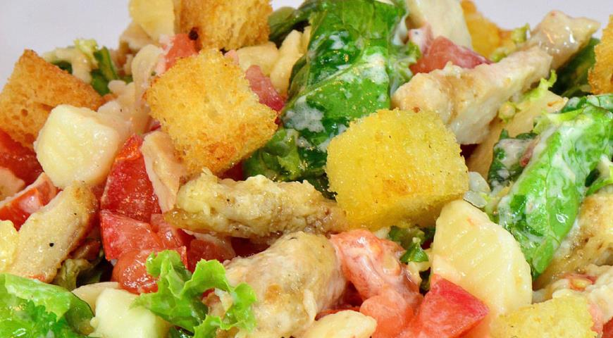 Салат из курицы сыр цезарь