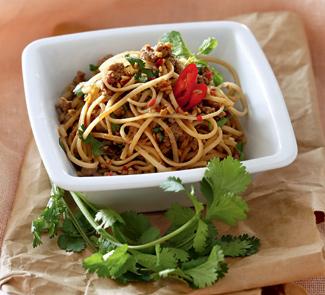 Рецепт Салат из свиного фарша с рисовой лапшой