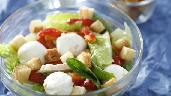 Салат с курицей и моцареллой, пошаговый рецепт с фото