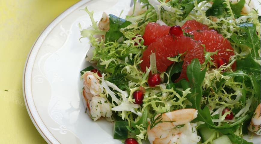 Рецепт Салат из креветок с грейпфрутом и гранатом