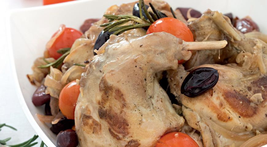 Рецепт Кролик с маслинами и розмарином