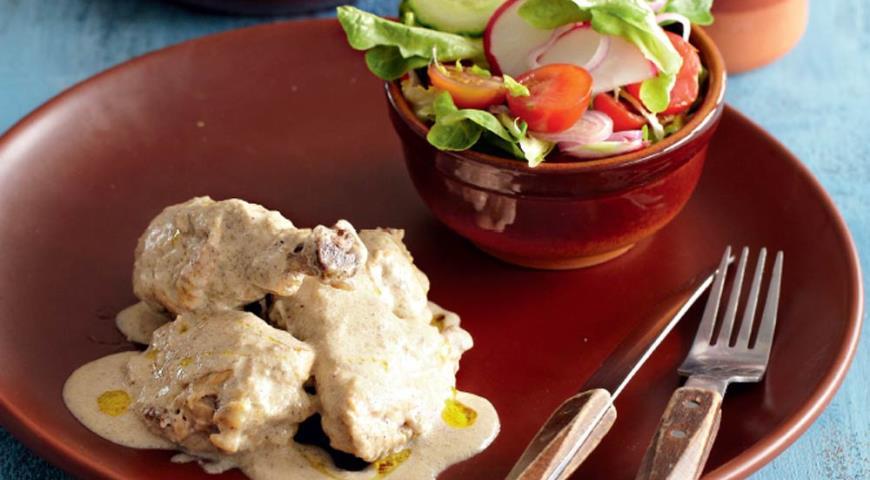 Рецепт Бресская курица с шампиньонами в сливочном соусе