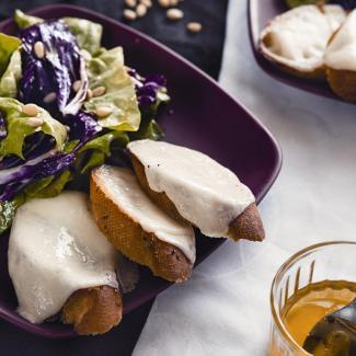 Рецепт Салат с гренками и козьим сыром