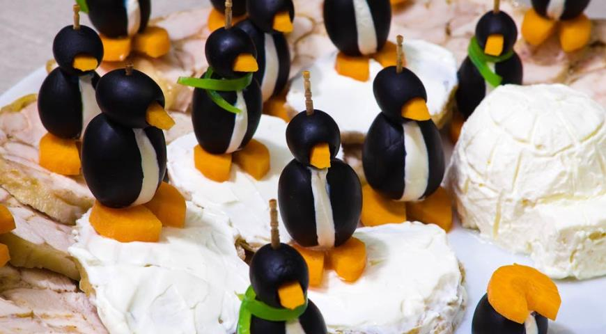 """Рецепт Куриный рулет и быстро-маринованная курица для фуршета (""""Пингвины на куриных льдинах"""")"""