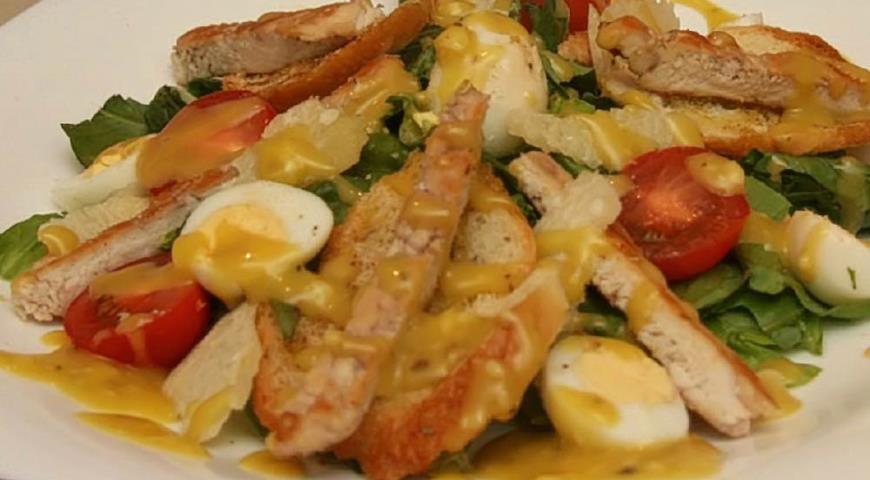 Рецепт Салат Цезарь с перепелиными яйцами и крутонами