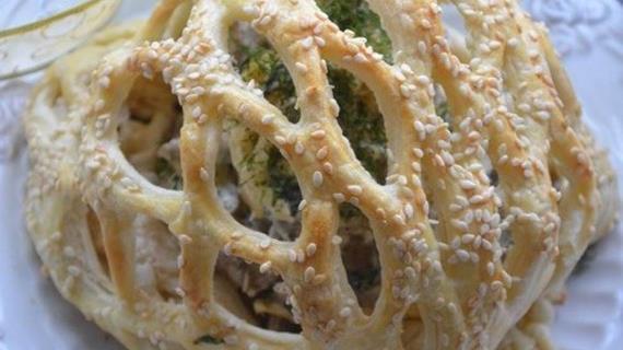 Салат Курочка в заточении, пошаговый рецепт с фото: http://www.gastronom.ru/recipe/23846/salat-kurochka-v-zatochenii