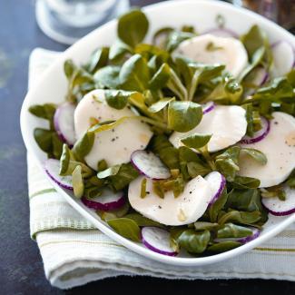 Рецепт Весенний салат с редисом и моцареллой