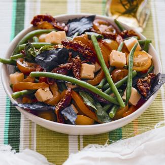 Рецепт Салат из фасоли, перца и помидоров