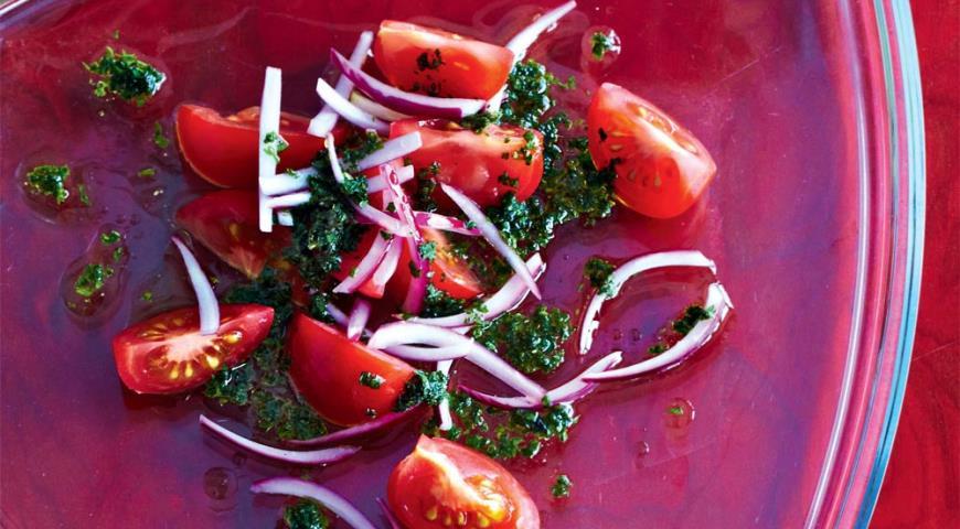 Рецепт Салат из бакинских помидоров и хрустящего лука к мясу