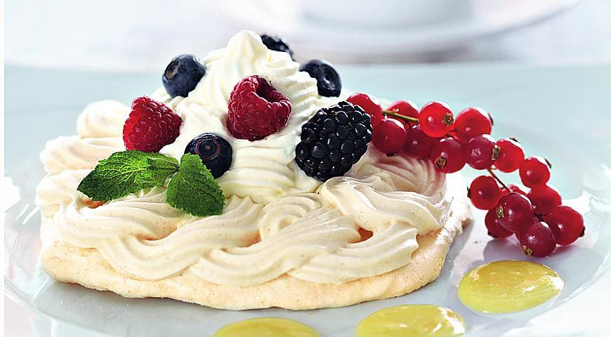 Рецепт Меренги со свежими ягодами и сливочно-шоколадным кремом