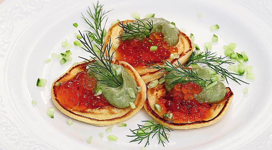 Рецепт Блинчики с икрой и кремом из авокадо