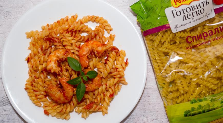 Рецепт Паста с креветками и соусом из вяленых помидоров
