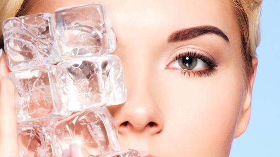 Совет дня: утром протирайте лицо льдом