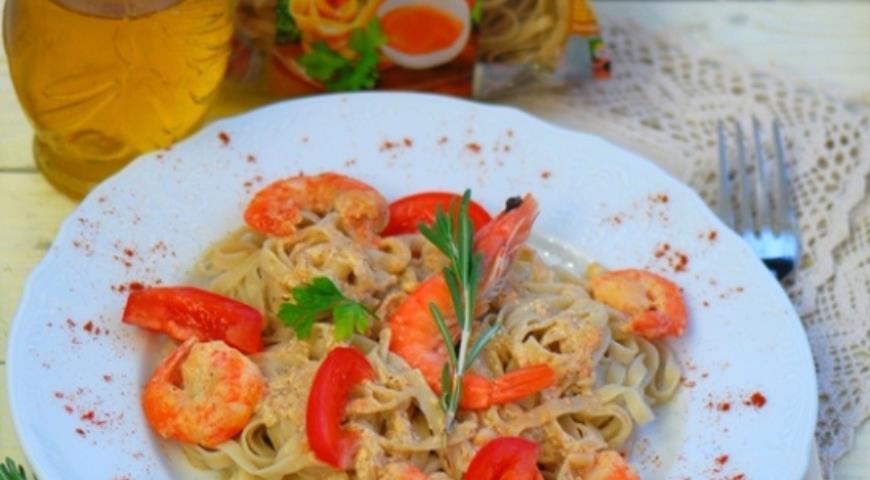 Рецепт Гречневая лапша с креветками и сливочным соусом