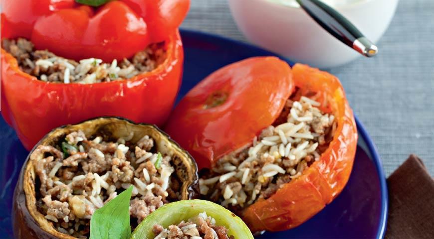 Рецепт Фаршированные овощи с соусом из йогурта с мятой