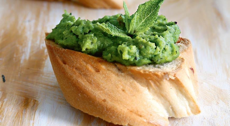 Рецепт Тосты с пастой из зеленого горошка
