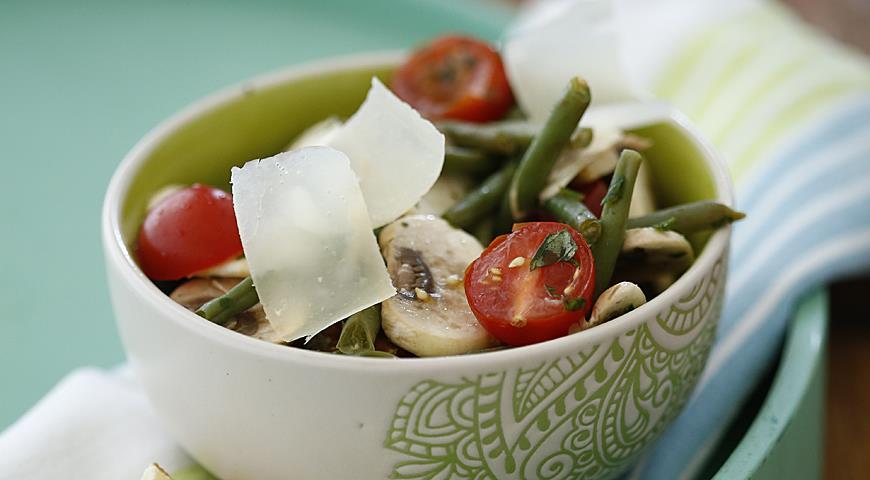 Рецепт Салат из фасоли с грибами и черри