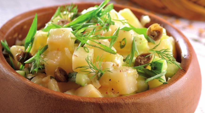 Рецепт Горячий салат из картофеля с огурцами и каперсами